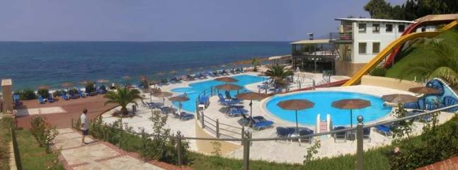 the Nicopolis club-beach bar(2)