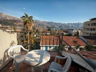 Apartment for 4 with old town view, Budva