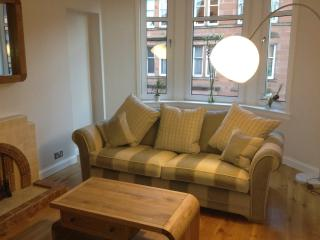 Beautiful Traditional Tenement Apartment West End, Glasgow