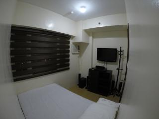 1 BR Condo at Ridgewood Towers Near the Fort, BGC