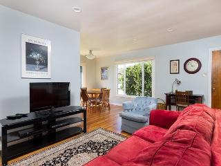Beautifully renovated duplex in central location., Ventura