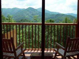 Mountain Magic- Magical Mtn. Views, Hot Tub, Hiking Trail, Fishing, NOC! WIFI
