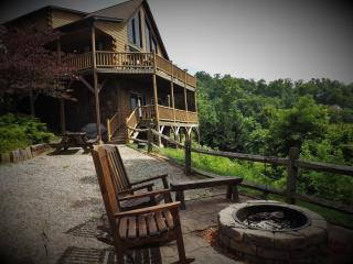 Native Winds - 2 Fireplaces-Sexy Master-Sparkling Hot Tub-Panoramic Mtn. Views, Bryson City