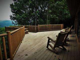 Royal Views-Mtn. and Lake Views, Hot Tub, Rustic Chic Interior, Peaceful Privacy