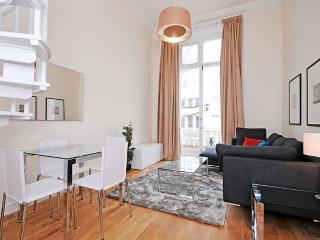 **BALCONY** SUPERB! 2 Bed Kensington + Free Wifi, Londres