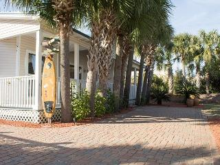 30% Off 4 Nights or More Sept-Jan! 3 Bedroom 2 Bath Cottage with Private Pool, Destin