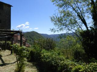 Rural flat in Tuscan hills with stunning view, Bagni di Lucca