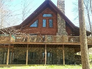 Heaven on Earth Cabin Hocking Hills, sleeps 23, hottub, pool table, WiFi,firepit