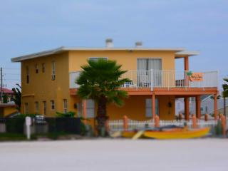 Cozy Beachfront Cottage 2b, Redington Shores