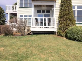 Harborside Studio Condo near Pools and Beach, Manistee