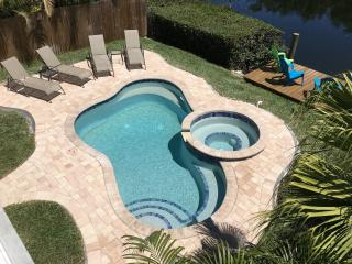 NO BOOKING FEE, POOL, SPA Home 1 Block to the Gulf