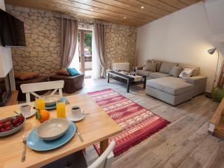 ANITA VILLAGE MAISONETTE LUXURY APARTMENT, Perama