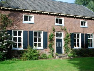 Beautiful farmhouse for 10 persons + large garden.