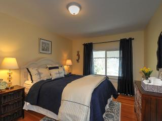 Harvest Moon Bed and Breakfast - Queen Room, Summerland