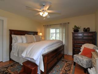 Harvest Moon Bed and Breakfast - King Room, Summerland