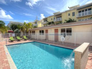 2BR Villa newly remodeled by the Ocean,Beach, pool, Lauderdale by the Sea