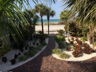 Pass-A-Grille on Beach Views 1 bedroom Sleeps 2, Saint Pete Beach