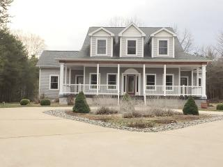 Impeccable Family Home near Lake Michigan Beach, Manistee