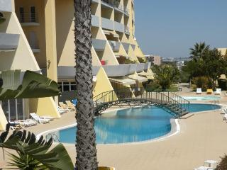 Gr8t New Oceanview 2-bedrm Condo Beach+Pool+Wi-Fi+sleeps 6, walk to Centre Lagos