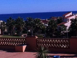 Ground floor free wifi CLUB LA COSTA, gym,sea views, HEATED POOL, BBQ, 2 bed