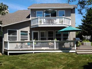 Luxury Home, Ocean Views, walk to Private Beach, Montauk