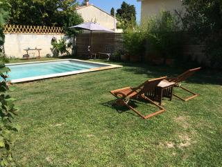 Maisonnette, parking, jardin accés piscine