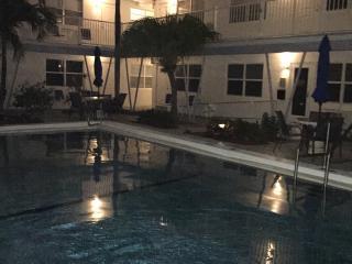 Sea Spray Inn ! The little Inn with a BIG ❤️, Lauderdale by the Sea