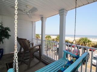 South Beach Ocean Condos - East - Unit 8 - Panoramic Oceanfront Views of Tybee Beach - FREE Wi-Fi, Tybee Island