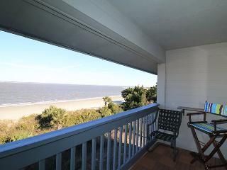 Savannah Beach & Racquet Club - Unit A318 - Panoramic Water Views - Smoking Permitted, Tybee Island