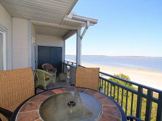 Savannah Beach & Racquet Club Condos - Unit C307 - Ocean Front - Swimming Pool - Tennis - FREE Wi-Fi, Tybee Island
