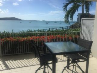 1 Bedroom Ocean & Island View Apartment