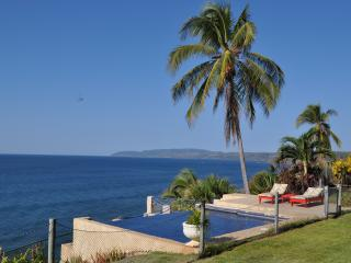 Ocean Front Beach House in Nicoya Peninsula -sleeps 8, Tambor