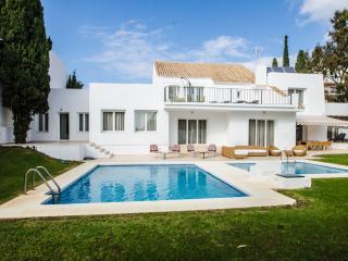 Elegant villa in Puerto Banus, Marbella