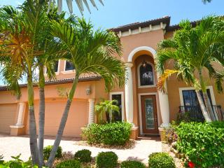 "Luxury Villa ""Blue Ocean"" with 2 Master Suites, Cape Coral"