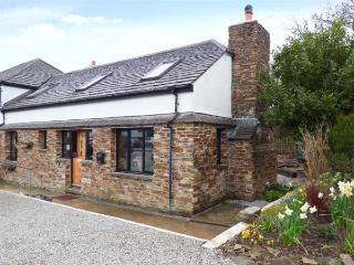 HOLLY COTTAGE, close to beaches, Goonhavern, Ref 930477