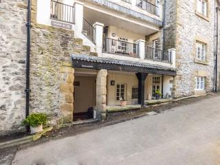 1 DALEBROOK VIEW, apartment, pet-friendly, terrace, WiFi, near Eyam Ref 930686