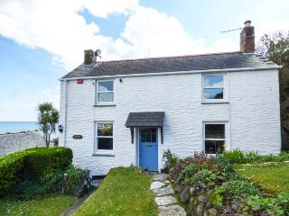 PRETORIA sea views, village location, close to beach, woodburner, pet-friendly, WiFi in Coverack, Ref 931631