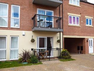 WATERSIDE, cosy, ground floor apartment, off road parking, within reach of city centre, in Lincoln, Ref 932242