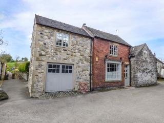 THE OLD SHOP, character conversion with WiFi, courtyard, village location in, Parwich