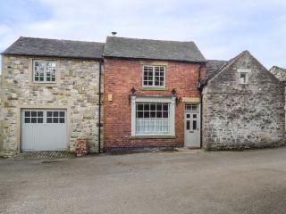 THE OLD SHOP, character conversion with WiFi, courtyard, village location in Par