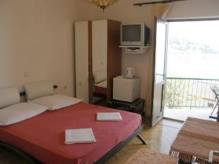 TH03510 Apartments Vela / 25 / Double Room, Podgora