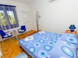 TH01969 Apartments Ivana / A3 / One Bedroom, Trogir