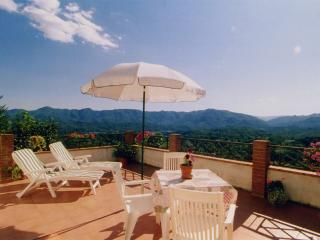 Romantic room & panoramic terrace, close to 5Terre, Aulla