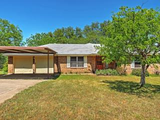 3BR Kingsland Home on 2.5 Private Acres!