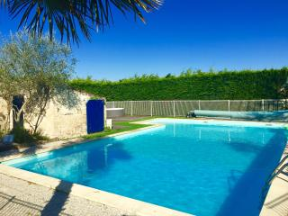 Le Pressoir - mins to beach,  hot tub & sauna, Angles