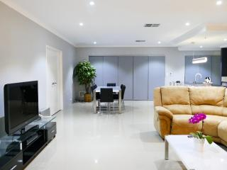Rainbow Dream House Luxury Holiday House PERTH
