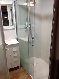 Very comfortable 120cmX80cm shower