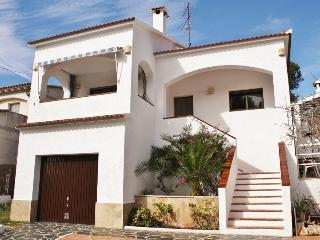 CD383 - Great exterior space, BBQ and fenced pool!, Roda de Bara