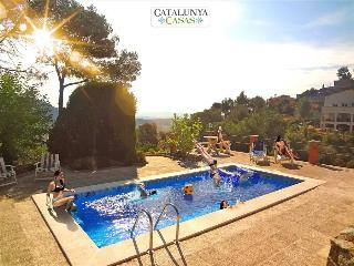 Cova del Drac villa for 10 guests nestled next to lush forests of a natural park, Castellar del Valles