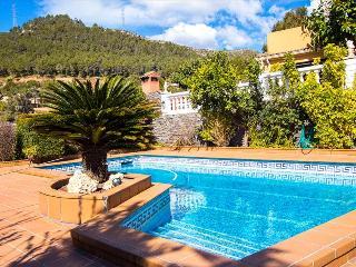 Catalunya Casas: Beautiful mountain villa in Torrelles with private pool, 15km f